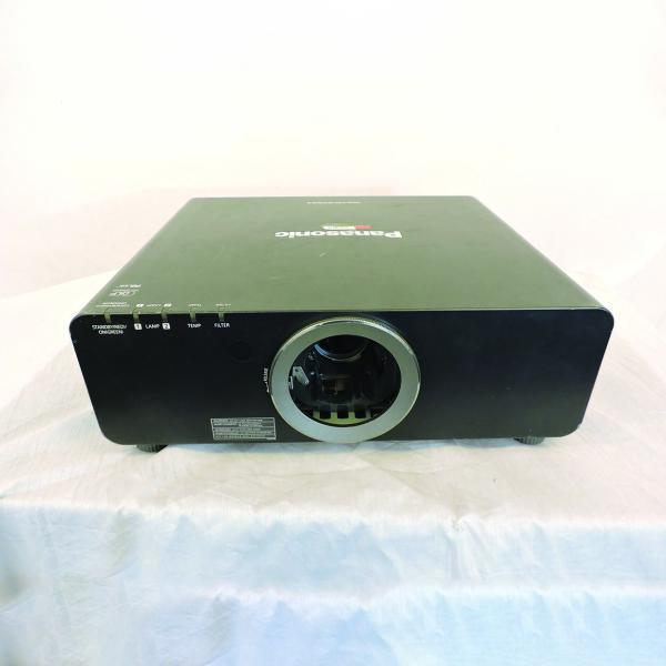 Panasonic PT-6710U Video Projector